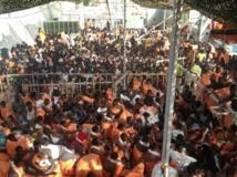 """""""Dieu merci, je suis en vie"""": des milliers de migrants débarquent en Italie"""