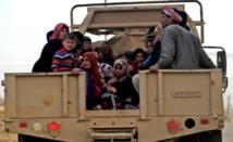 A Mossoul, des centaines d'Irakiens fuient combats et privations