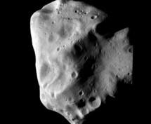 """""""Succès spectaculaire"""" du survol de l'astéroïde Lutetia par Rosetta, selo l'ESA"""
