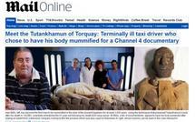 Un chauffeur de taxi anglais momifié comme un pharaon