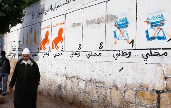 Panneaux des partis politiques en lice aux élections législatives du 24 novembre 2011, Casablanca, Maroc (Abdeljalil Bounhar/SIPA)