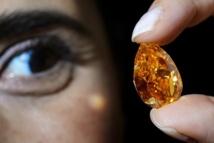 Suisse: le plus gros diamant orange au monde aux enchères à Genève