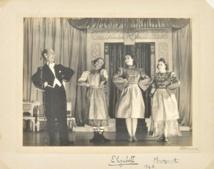 Des photos de la reine Elizabeth en jeune pantomime aux enchères