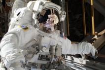 Deux astronautes de l'ISS sortent dans l'espace à la veille de Noël