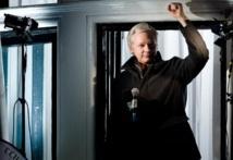 Assange invité à jouer les mannequins par le fils de Vivienne Westwood