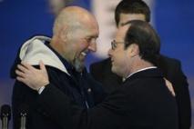 Serge Lazarevic rentré en France, questions sur sa libération