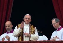 Noël: le pape dénonce les exactions des jihadistes dans le monde