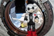 Retour sur Terre du premier petit astronaute robot androïde japonais