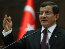 "Syrie: ""Serrer la main d'Assad revient à serrer celle d'Hitler"", selon Davutoglu"