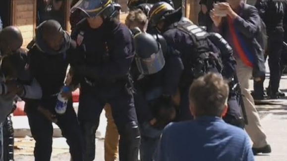 Nouvelle évacuation musclée des migrants du métro La Chapelle