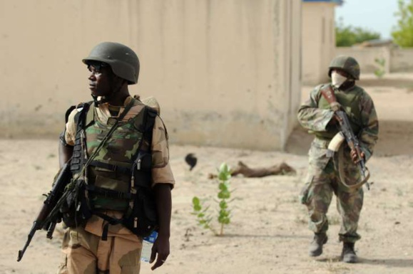 Patrouille de soldats nigérians dans l'état de Borno