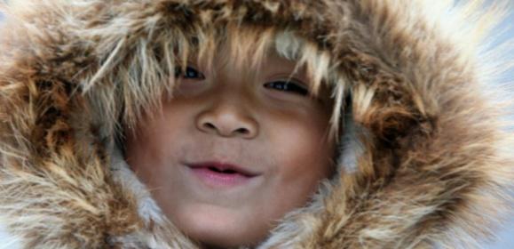 Un enfant eskimo en Alaska le 27 septembre 2006 (c) Afp