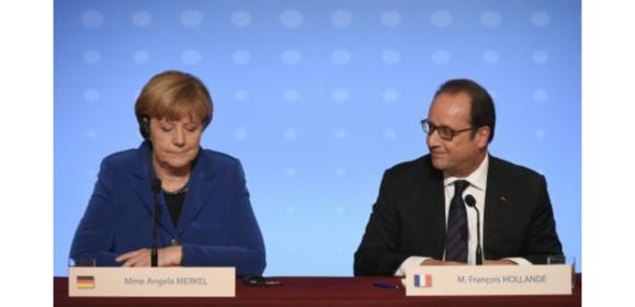 Angela Merkel (g) et François Hollande, le 2 octobre 2015 lors d'une conférence de presse commune à Paris