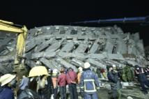Taïwan: 11 morts dans un puissant séisme, 30 personnes piégées dans des décombres