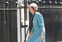 Theresa May forme un gouvernement chargé de réussir le Brexit