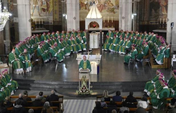 Pédophilie: à Lourdes, les évêques demandent pardon