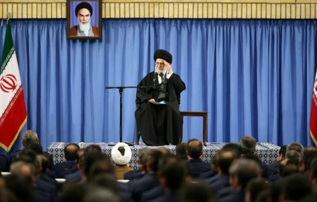 """Trump révèle le """"vrai visage des Etats-Unis"""", selon Khamenei"""