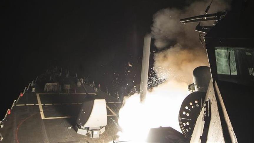 Washington tire 59 missiles sur une base aérienne en Syrie