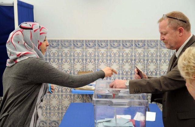 Les Algériens élisent leurs députés, la participation principal enjeu
