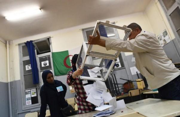 Législatives en Algérie: participation faible mais stable