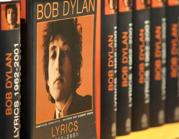 Nobel: Bob Dylan remet son discours et empoche l'argent du prix