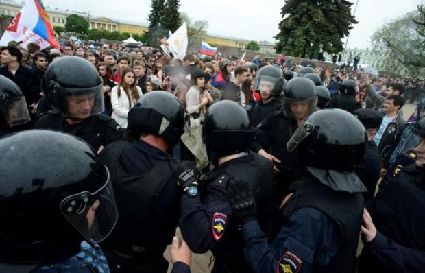 Russie: des centaines de partisans de l'opposant Navalny interpellés