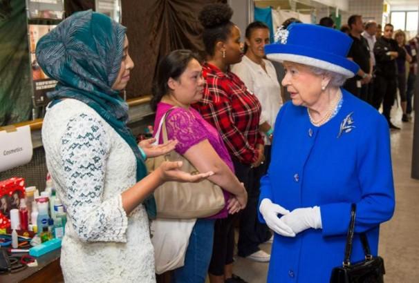 Incendie de la tour Grenfell: Elizabeth II appelle à l'unité