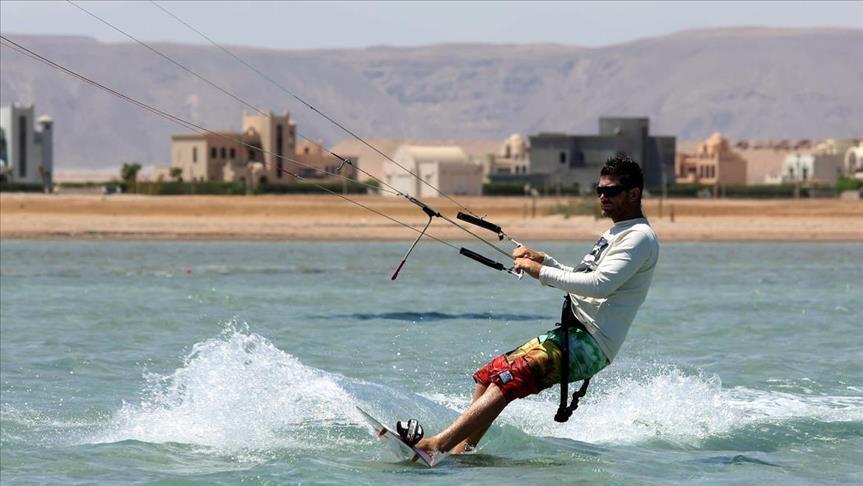 Égypte: 9 touristes espagnols sauvés après le naufrage de leur bateau en mer Rouge