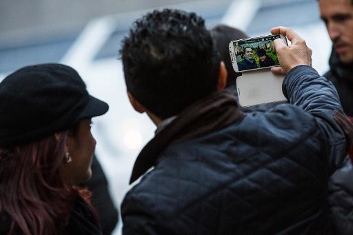 """Le """"selfie"""", l'autoportrait au smartphone devenu nouvelle esthétique"""