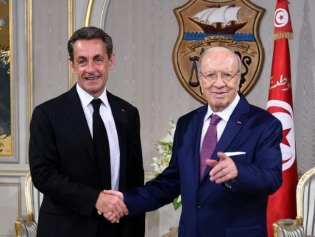 """Sarkozy à Tunis pour appuyer """"le combat de la civilisation contre la barbarie"""""""