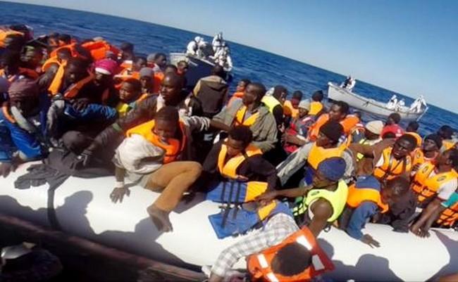 Naufrage en Méditerranée: les recherches se poursuivent, les survivants attendus à Palerme