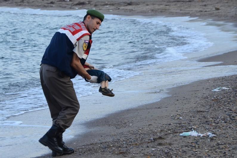 Le petit garçon syrien noyé enterré avec sa famille à Kobané