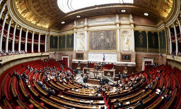 Syrie: débat au Parlement après l'annonce de frappes françaises