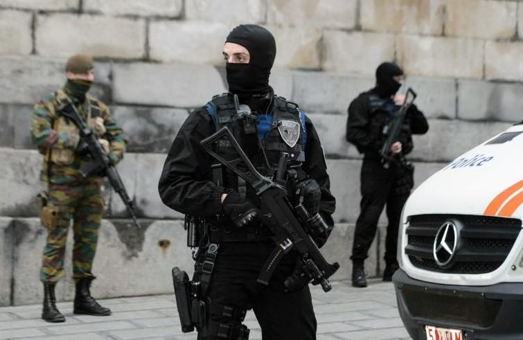 Alerte terroriste en Belgique: niveau maximal à Bruxelles, métro fermé