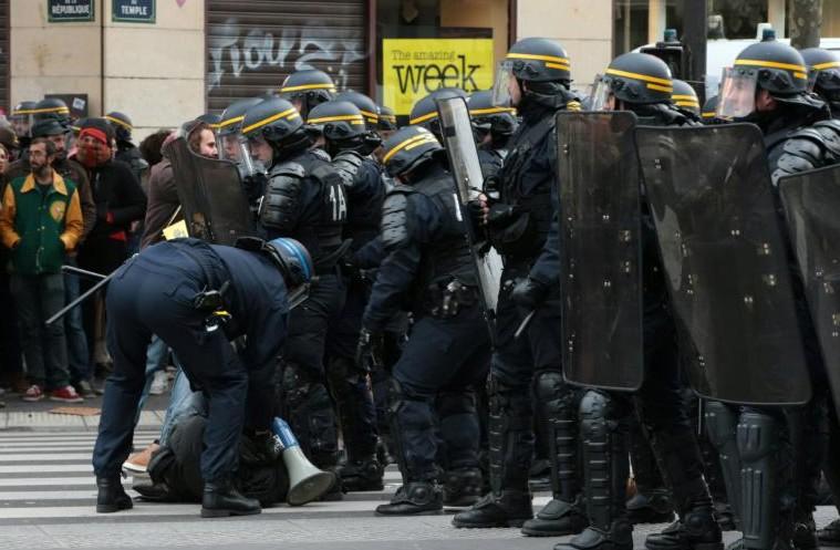 Echauffourées place de la République: près de 300 interpellations et des condamnations politiques