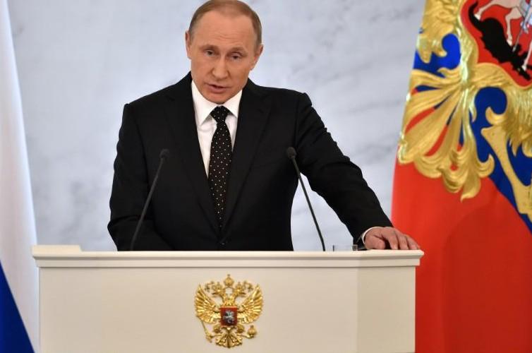 """Avion abattu: Poutine invite """"des experts britanniques"""" pour l'analyse de la boîte noire"""