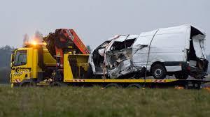Un minibus percute un poids lourd dans le centre de la France : 12 morts