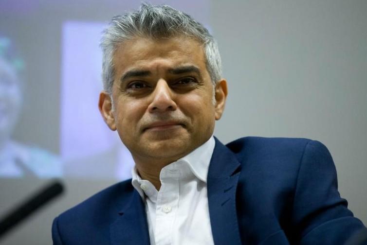Le travailliste Sadiq Khan devient le premier maire musulman de Londres