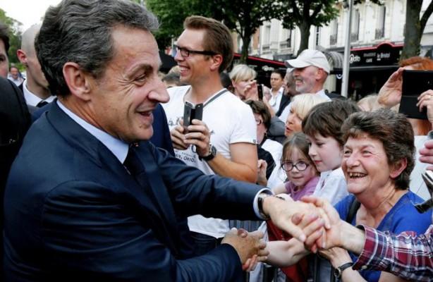 Primaire à droite: Sarkozy, le vrai-faux candidat déjà en campagne