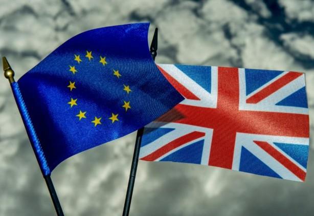 UE: la justice autorise Londres à limiter les allocations aux migrants
