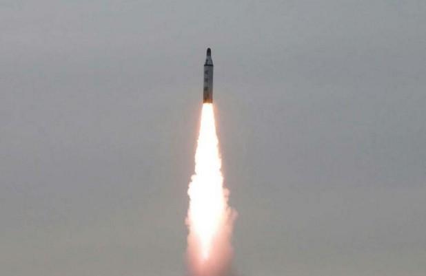 La Corée du Nord teste un missile lancé par sous-marin, affirme Séoul