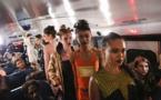 A New York, un défilé de mode dans un car scolaire