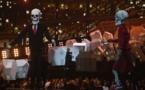 """Les """"squelettes"""" de Trump et May sur la scène des Brit Awards"""