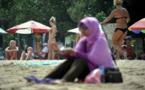 Indonésie: une femme en bikini sur un paquet de nouilles fait scandale