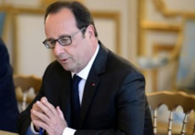 """Lâché par Macron, Hollande appelle le gouvernement à jouer """"collectif"""""""