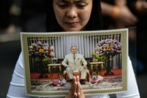 La Thaïlande rend hommage à son roi et se prépare à une période de régence