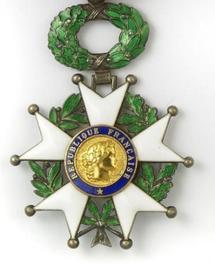 Deux journalistes politiques refusent la Légion d'honneur