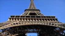 """France: Les """"Femmes de militaires en colère"""" manifestent à Paris"""