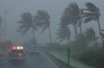 Irma sème le chaos dans l'Atlantique, lourd bilan redouté