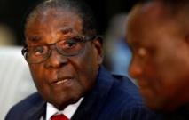 Mugabe résiste aux pressions de l'armée, qui veut l'écarter